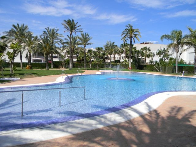 This development has a beautiful swimming pool and tropical gardens