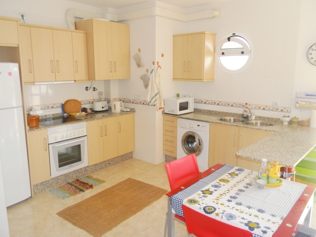 Fitted kitchen with wall and base units