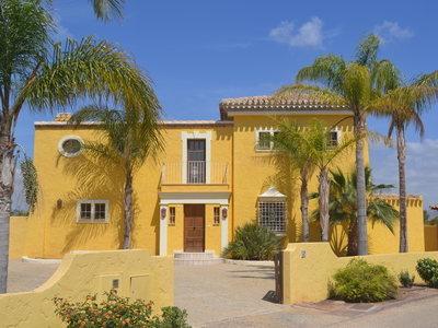 Villa for sale in Desert Springs, Almeria