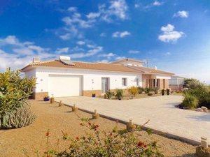 Villa for sale in Puerto Lumbreras, Almeria