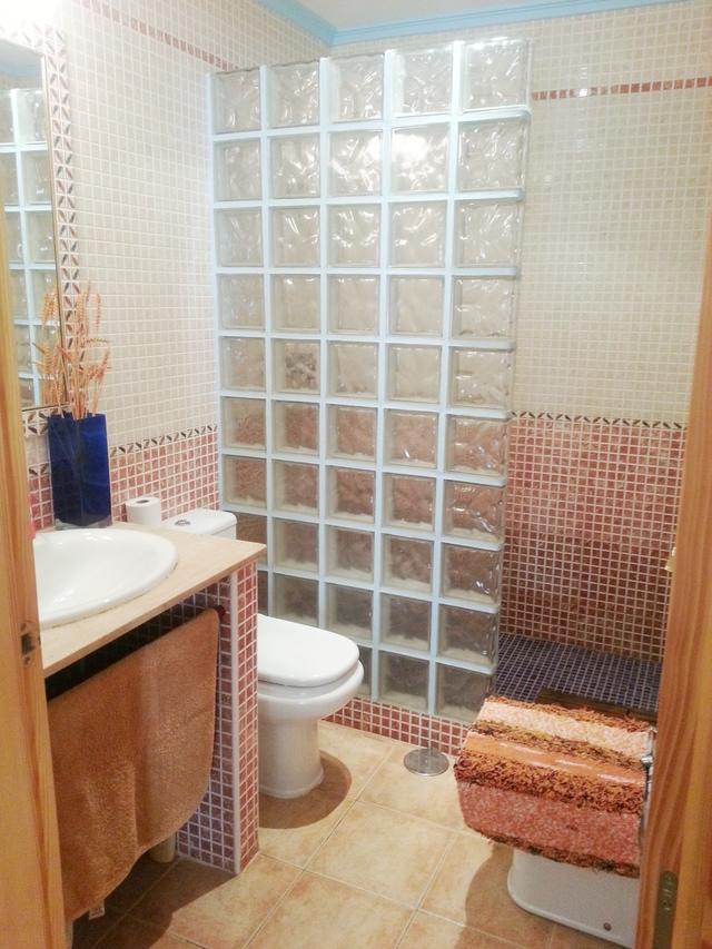 En suite bathroom of the apartment in Garrucha