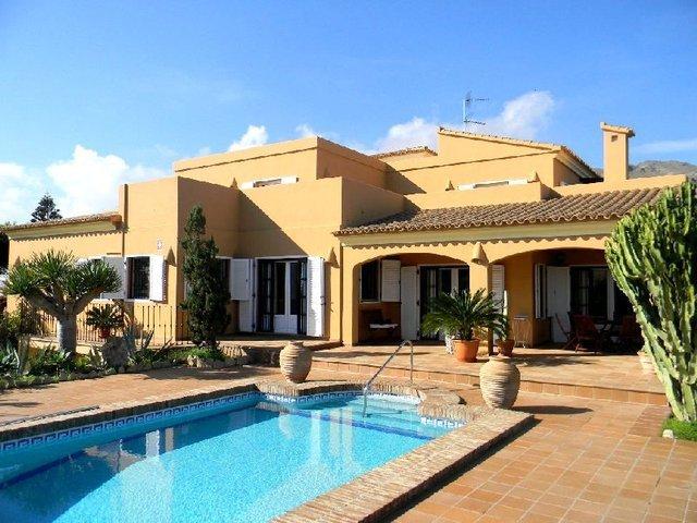 Executive quality villa