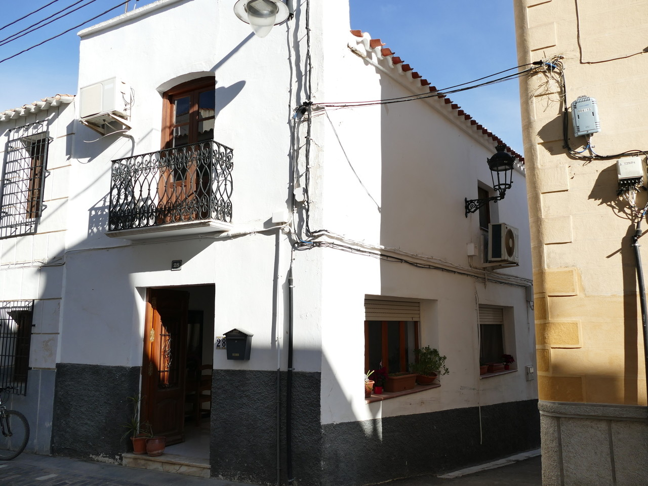 Renovated townhouse in Antas - The lounge is large and bright